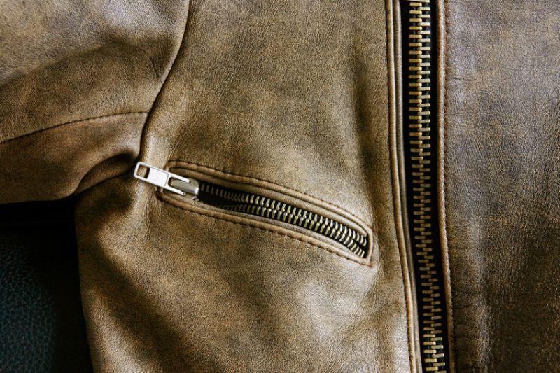 Detail Lederjacke mit Reißverschlüssen